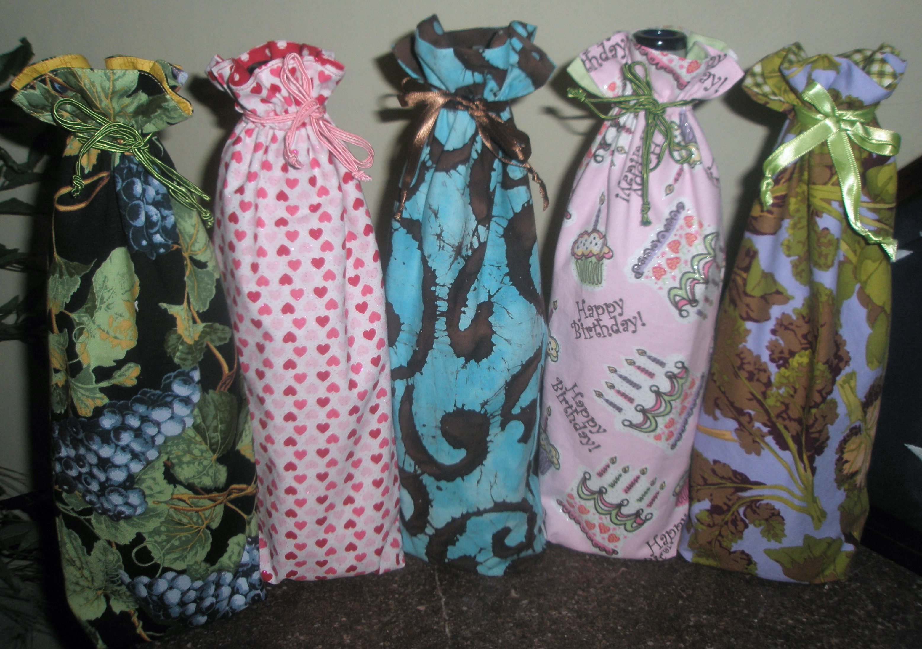 These Cotton Fabric Wine Bottle Bags Are All Reversible Contact